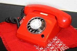 kontakt-1200px-Pirna_DDR_Museum_Telefon_Wählscheibe